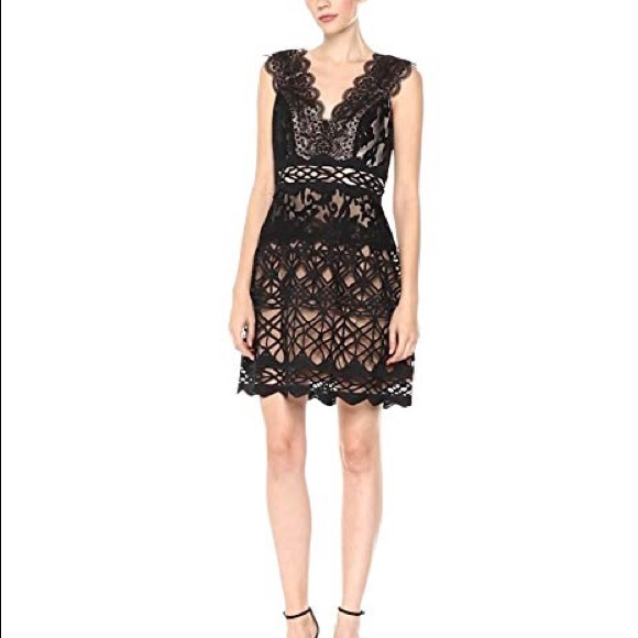 e7a387aae25 Monique Lhuillier Lace Cocktail Dress. M 5bfd1bdadf03079865e437d0